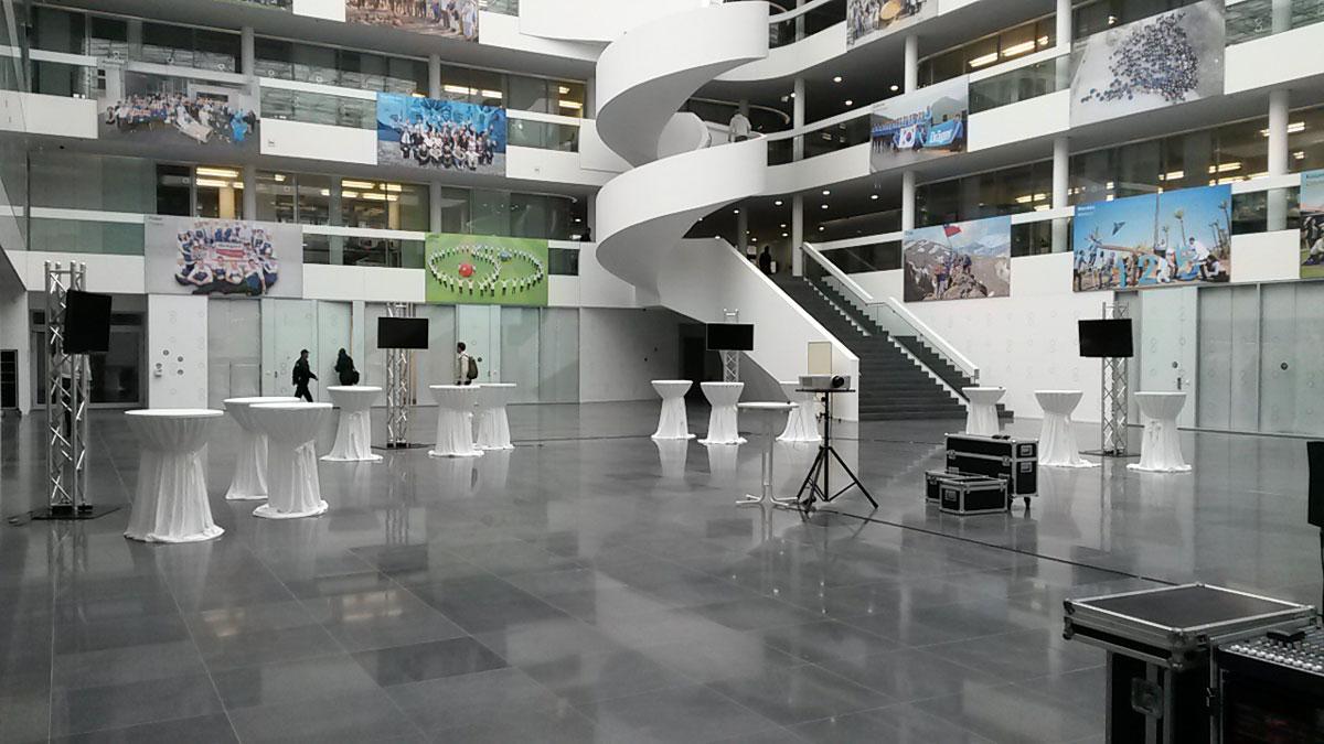 42Zoll_Flachbild-bei-Draeger-luebeck Veranstaltungstechnik
