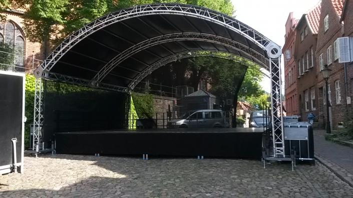 8x6_Bühne05-705x397 Bühnenbau